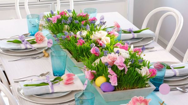 В данном обзоре мы представили Вашему вниманию украшение пасхального стола. Здесь Вы найдете интересные идеи декора, начиная от выбора скатерти.
