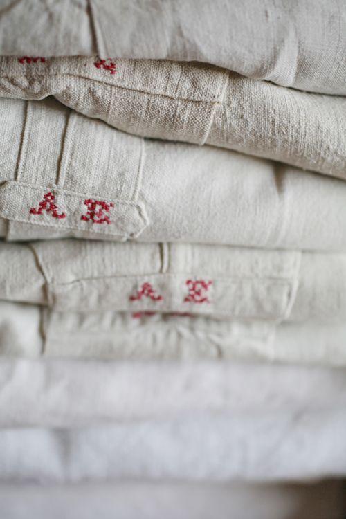 chemise lin vintage Brocante, déco vintage, linge ancien monogramme http://www.prunelle-et-bigoudi.fr