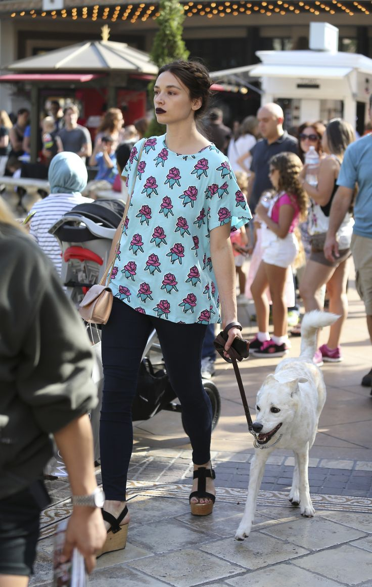 Crystal Reed, street style,