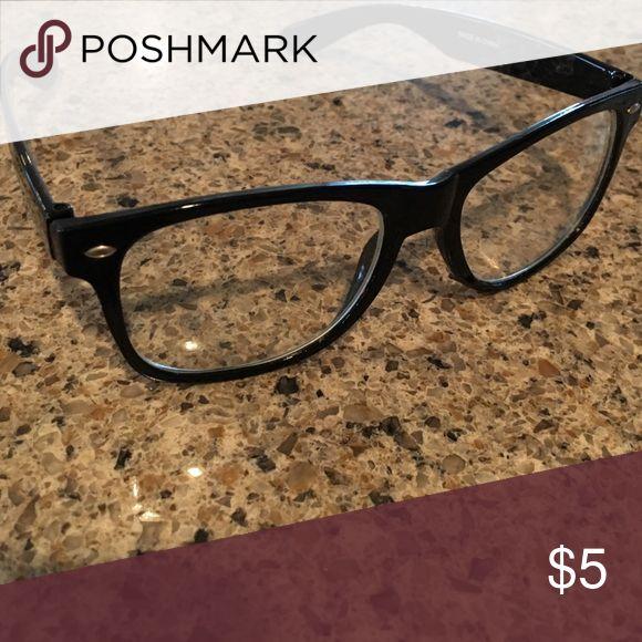 Fake glasses Black rim with see through lens. No prescription in them. Plastic material. Accessories Glasses