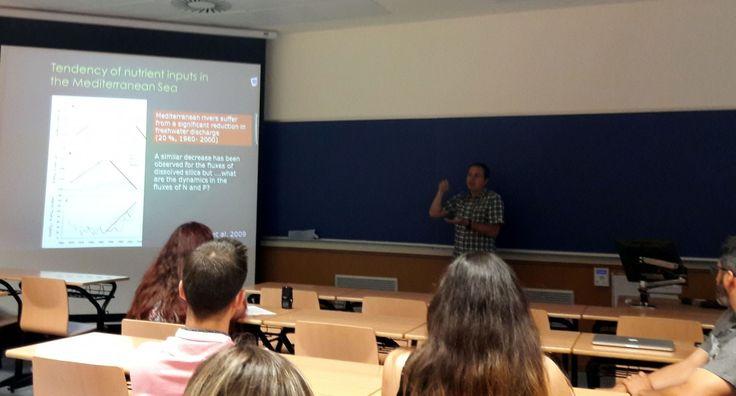 Numerosos grupos de técnicos, administración, investigadores y estudiantes asistieron a un Seminario sobre la proliferación de microalgas en el litoral mediterráneo