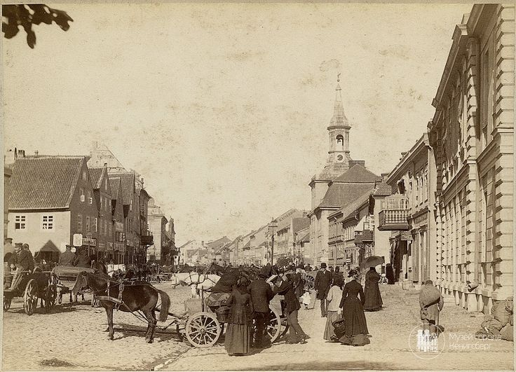 Тильзит. Немецкая улица и рынок у ратуши. Фото ок. 1880.
