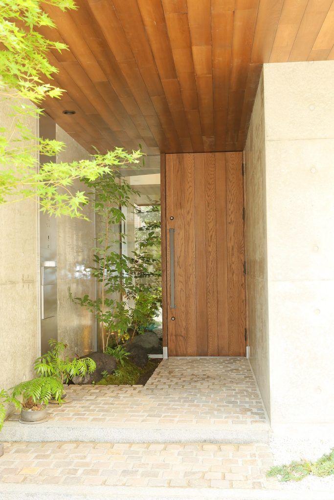 軒天井の高さと玄関扉の高さを合わせる 玄関 建築家 玄関 玄関