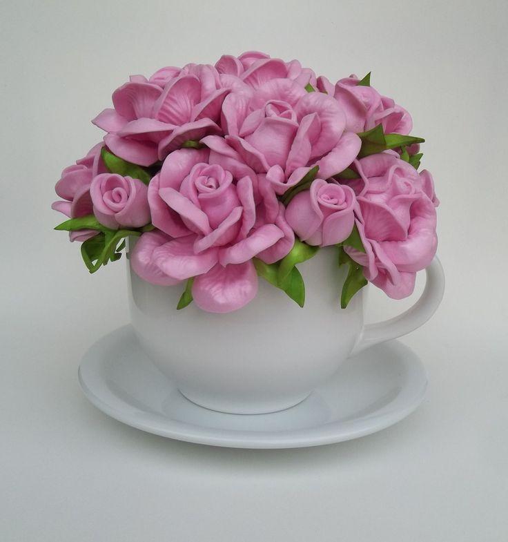 Xícara em porcelana com pires e decorada com flores em eva na cor rosa bebê. Consulte cores disponíveis.