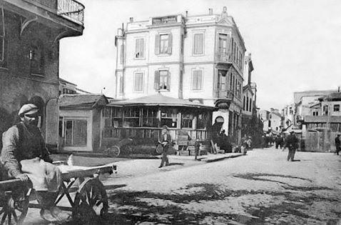 Συνοικία Σεμπί στα Λαδάδικα . Η φωτογράφηση έγινε το 1913, από το σημείο αυτό που τώρα συμποσιάζουμε!  #φούλτουμεζέ #ουζομεζεδοπωλείον #Θεσσαλονίκη #Λαδάδικα