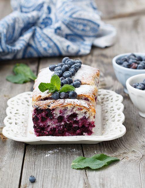 ensphere:    Blueberry cake by Julia Khusainova on Flickr.
