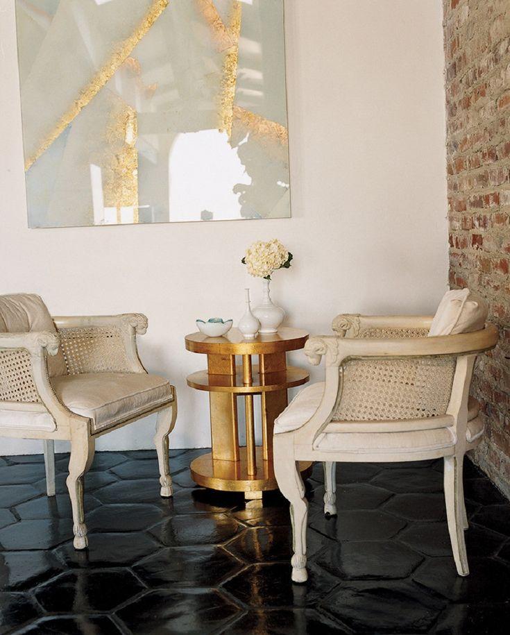 6 nuevas tendencias para triunfar en el 2018. Poltrona. Mesa auxiliar. Cuadro decorativo. Lámpara de mesa. Tapete. Accesorios decorativos para la sala. Recibe aquí asesoría en diseño interior y arquitectura. Encuentra dónde comprar este diseño y Producto en Colombia.