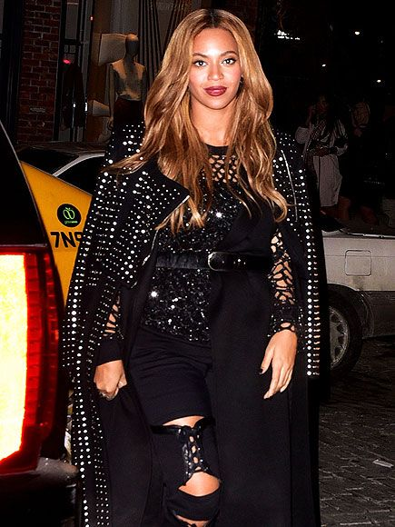 Star Tracks: Monday, February 16, 2015 | FEELING FIERCE | A rocker-chic Beyoncé hits the streets of New York City on Thursday.
