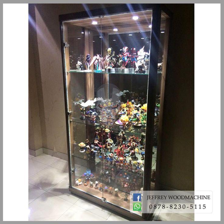 display cabinet, lemari pajangan, lemari pajang kaca, toys, jeffrey woodmachine, rak pajang, toys, collection, koleksi, woodmachine, vintage, toys