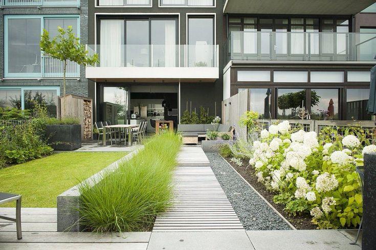 Strakke achtertuin voor een smalle tuin. Andre Meilink