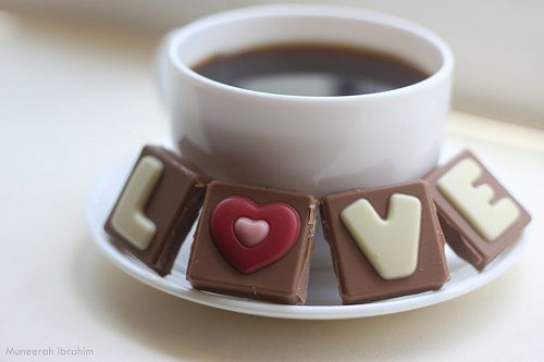 Such a cute idea to wake your loved one with a special cup of coffee