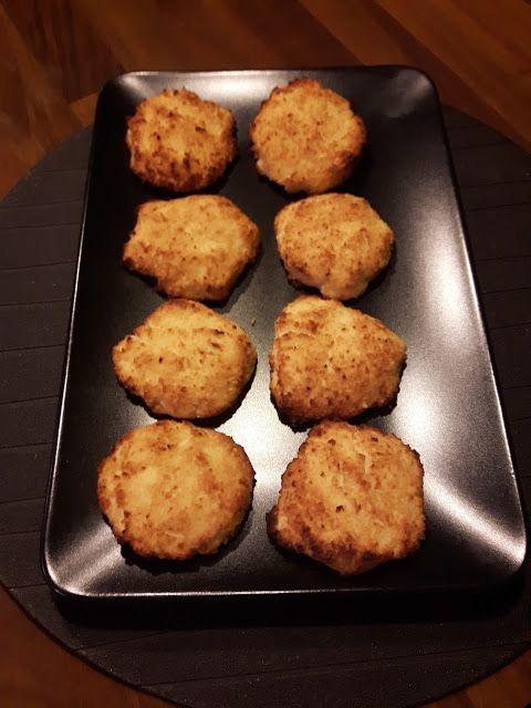 Życie bez cukru. Dla mnie, urodzonego łasucha to nie lada wyzwanie. Dziś zaprezentuje Wam mój niedzielny przepis na pyszne kokosowe ciastka.