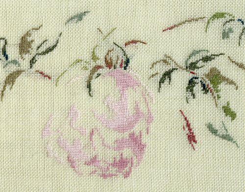 Par brodeuse Marie-Thérèse Saint-Aubin (embroidery works by Marie-Thérèse Saint-Aubin) | http://www.archive-host2.com/membres/images/1336321151/fleurs/roses/La_Malmaison/SdlM-d.jpg