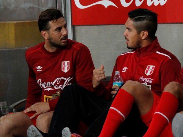 Selección Peruana: Juan Vargas a Claudio Pizarro, solo haces goles en Alemania. March 26, 2016.