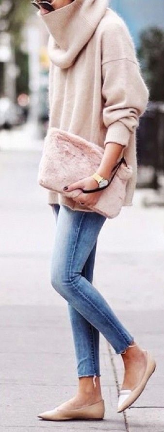 Faux fur clutch (pink) #Sweater #buyable