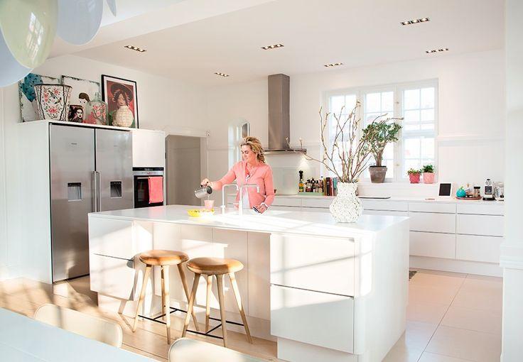 Design med ny teknologi og fokus på naturen har for alvor indtaget køkkenet - se, hvilke køkkenklassikere du skal opdatere for at fange stilen