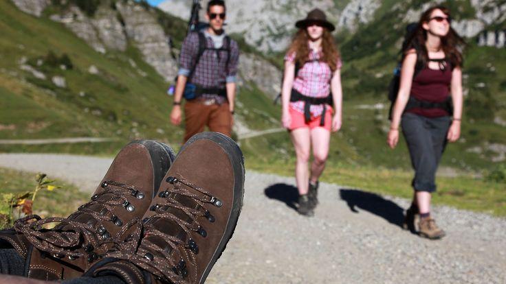 Die #Beslerrunde ist eine ca. 7,6 Kilometer lange #Bergwanderung auf einem #alpinen #Premiumwanderweg, die auf den 1679 Meter hohen #Besler führt, der sich auf der südlichen Seite des #Riedbergpasses bei #Obermaiselstein befindet.   http://www.hotel-fuessen.de/de/blog/die-ca-76-kilometer-lange-beslerrunde.html