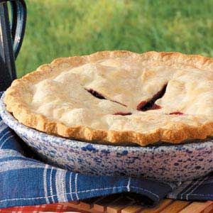 Fresh Blackberry Pie~I really want to make this for my hubby <3