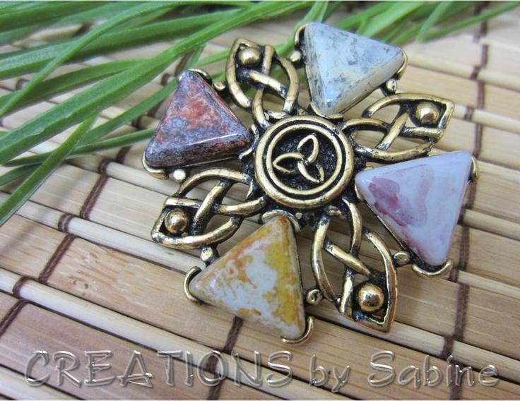 Irish Triquetra Brooch Pin, Ireland Keltic Celtic Gaelic, Symbol, Gold Tone, Vintage FREE SHIPPING
