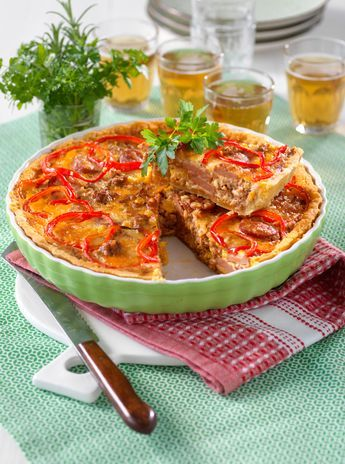 Kryddig korv- och köttfärspaj