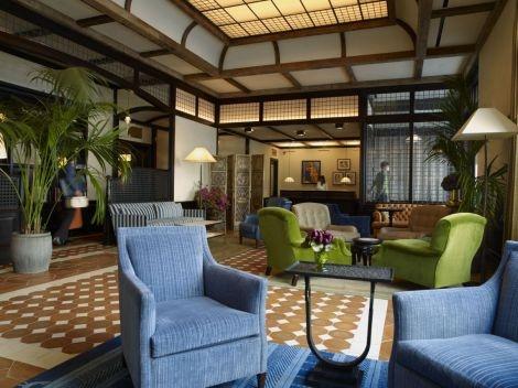 2. Greenwich Hotel (New York City) – acteur Robert de Niro Robert 'TriBeCa hotel kent achtentachtig kamers en suites. Bovendien kun je er genieten van een Shibui Spa en een Locanda Verde restaurant met de favoriete Italiaanse gerechten van de Amerikaanse wereldster. Robert 'you talkin' to me' de Niro's TriBeCa hotel kent achtentachtig kamers en suites. Bovendien kun je er genieten van een Shibui Spa en een Locanda Verde restaurant met de favoriete Italiaanse gerechten van de wereldster.