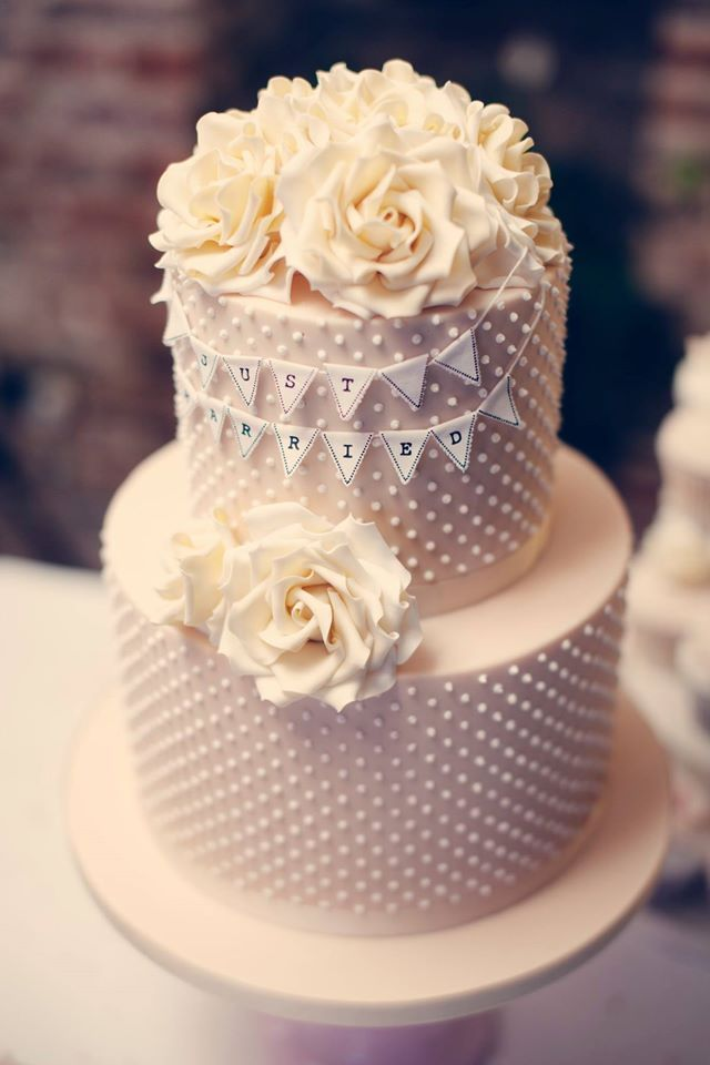 Outstanding Daily Wedding Cake Inspiration. To see more: http://www.modwedding.com/2014/07/07/daily-wedding-cake-inspiration-3/ #wedding #weddings #wedding_cake Featured Wedding Cake: Amelie's Kitchen