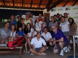 Marcelo Asato, da Asato Tênis, realizou mais um evento no Kirmayr Hotel Fazenda, em Serra Negra, nos dias 24 e 25 de agosto. Mais de 30 pessoas de Taubaté e região viajaram ao local para aproveitar as 11 quadras do hotel.