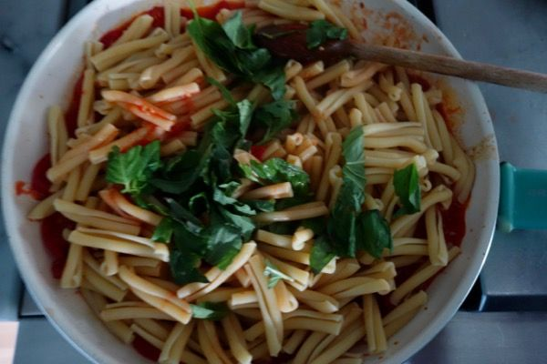 Coco's Bread & Co – Eating Healthy - Quick Pasta with Cherry Tomatoes, Basil and Tuna