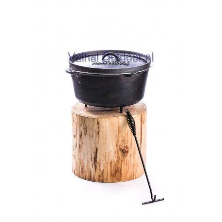 """Actie Valhal Dutch oven 5 liter met GRATIS dekselhaak!!!  De Dutch oven is eigenlijk de eerste mobiele oven waarmee eeuwen geleden al werd gekookt, gebakken en gestoofd. In de 17e eeuw is de oorspronkelijke gietijzeren braadpan door de Nederlanders aangepast en zodanig verbeterd dat deze veelzijdige braadpan nu wereldwijd als """"Dutch oven"""" bekend staat. De Dutch oven kan in, op, boven en zelfs onder het vuur worden gebruikt!"""