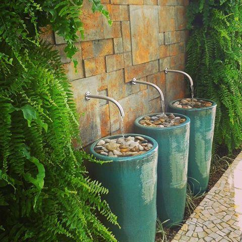 Bom dia com um dos últimos projetos entregues!! Amei fazer!!    e projeto @mayraguarnieri   #autoral #mayraguarnieripaisagismo #paisagismo #landscape #jardim #garden #jardimsecreto #jardiimsecreto #castelatto #jardimvertical #verticalgarden #green #instagarden #home #instahome #arquitetura #bicas #agua #aguanojardim #oxyden #revestimento #composição  #jardimdecasa #lovemyjob #harmonia #aconchego #designdapaisagem