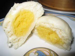 Pane al vapore cinese: Nai huang bao  1 cucchiaio di lievito di birra in polvere  1 cucchiaio di zucchero  1 1/2 tazza di acqua tiepida  4 tazze di farina    150gr di preparato in polvere per crema pasticcera  3 cucchiai di zucchero a velo  4 cucchiai di latte in polvere  150g di latte di cocco  50 g di latte condensato  2 uova  2 cucchiai di olio o di burro fuso