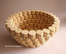 A great bowl made of corks! Use jute or rope wrapped in a spiral to reinforce the base