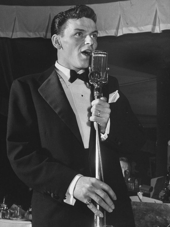 Frank Sinatra. His voice is gorgeous and so dreamy. ❤️
