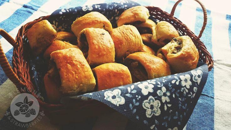 """Lemon and Strawberries: """"One bite"""" mushroom mini pies"""