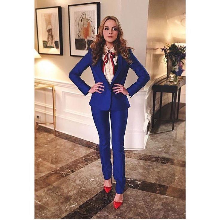 Fallon Carrington In Gucci And Stella Mccartney On Dynasty 1x05