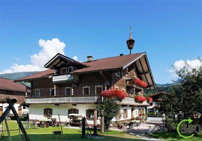 Scharrerhof - Salzburg  Skiën, langlaufen, rodelen, een sneeuwpop maken, vriendschap sluiten, maar ook ontspannen, genieten en verwend worden: vakantie op de Scharrerhof in Hollersbach in Salzburg – een actieve belevenis!