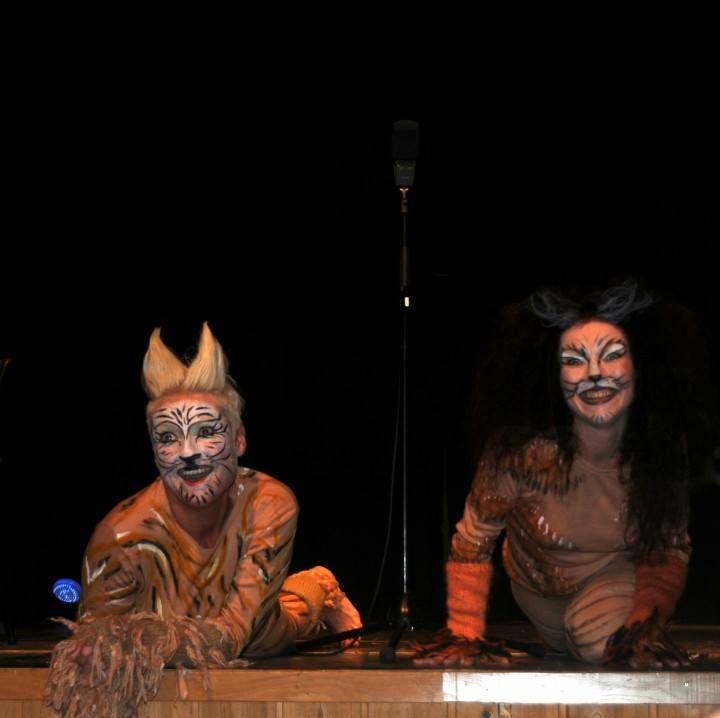 """Frå utdrag av musikalen """"Cats"""" med Linda Fosse og Gry Anette Øvstegård"""