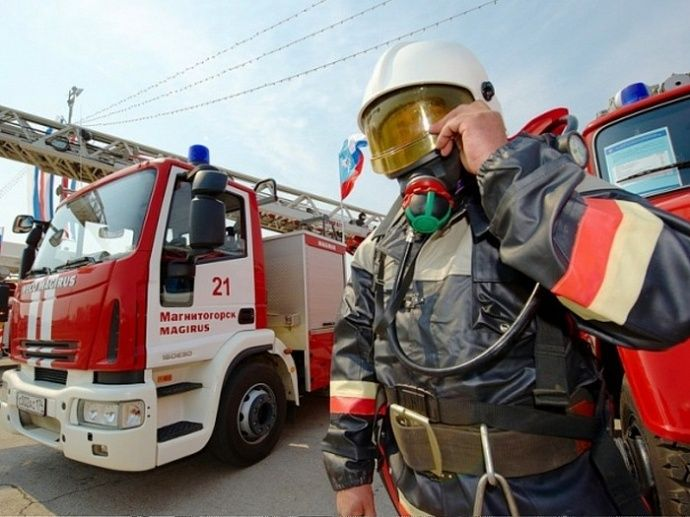 Многодетные семьи работников МЧС получат по 100 тысяч рублей