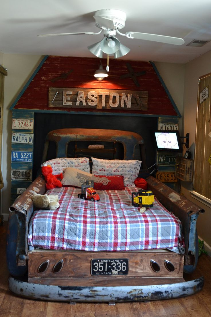 1952 Chevy bed...Grady's big boy room!!! I so want to do this.