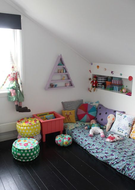 Kid's floor bed corner