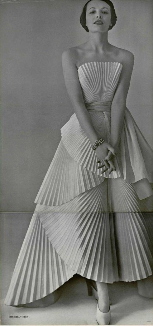 Dior gown, L'officiel de la mode 1950 (via http://www.pinterest.com/sunnybrett/)