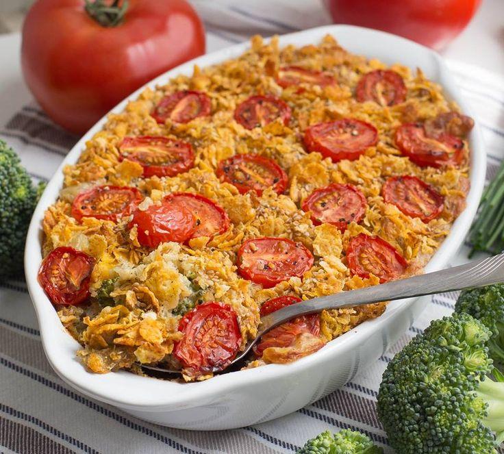 Mmmh! Glutenfreier Quinoa Brokkoli Auflauf mit knuspriger Cornflakes Sesam Kruste - das leckere und gesunde Rezept findet ihr hier auf Healthy On Green.