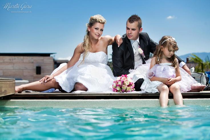 Svadobná fotografia pri bazéne. Svadobný fotograf Martin Gura http://www.fotoimage.sk