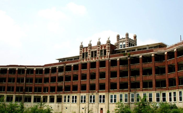 These 8 Haunted Places In Louisville Will Send Chills Down Your Spine