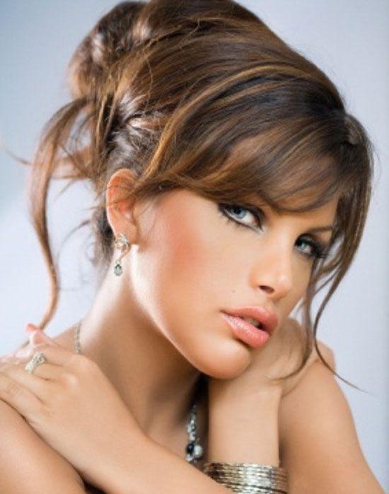 Per le occasioni speciali come la festa degli innamorati si vuole sfoggiare uno styling diverso e ricercato che si inserisce in un look femminile e romantico.   In linea con le tendenze...