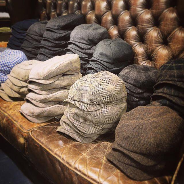 Nachschub aus der eigenen Produktion ist eingetroffen. Wir haben wieder viele neue Caps mit der Firma Wigens aus Schweden gemacht. Heute sind angekommen. Wer hat noch keine? Kommt vorbei in den Laden oder auch online. www.die-form.de #oldenburg #fashion #mode #dieformoldenburg #dieform #dieformonline #herrenmode #newsboycaps #wigéns #wigens