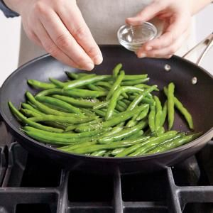Here's a fast, efficient way to cook green beans (and other vegetables), eliminating the fuss of bringing a large pot of water to a boil or draining the veggies. (Cost for 4: $1.12)