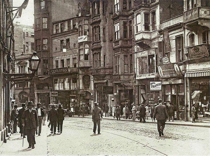1930larda İstiklal Caddesi Galatasaray http://ift.tt/2DVPqCQ