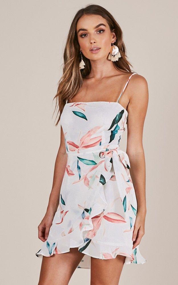 Kruvaze Elbise Modelleri Beyaz Kisa Ip Askili Firfirli Desenli The Dress Elbise Modelleri Elbise