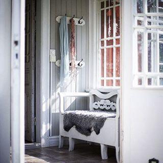 #homesweethome #antre #koridor #myhome #ikea #evdekorasyonu #homestyle #elizim #window #bench #walldesign #interiordesign #interiorhome #inspirationhome #homeideas #whitehome #yaraticifikirler